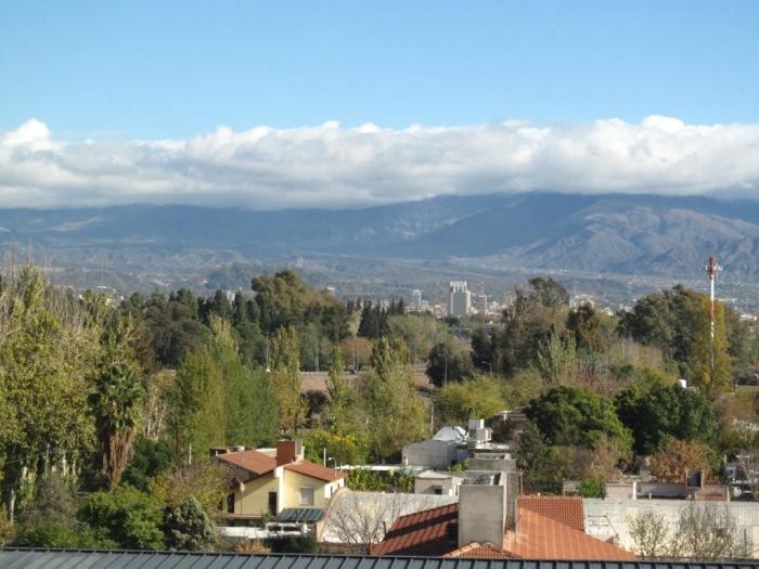 Mendoza é: acordar com vista da Cordilheira dos Andes