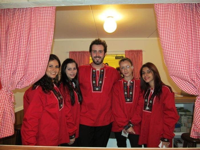 Essa equipe é formada por profissionais de operadoras e informam os visitantes sobre roteiros na Suíça
