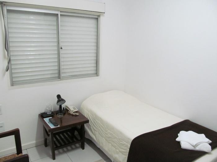 Meu quarto, para uma pessoa, no Hotel Alexandre