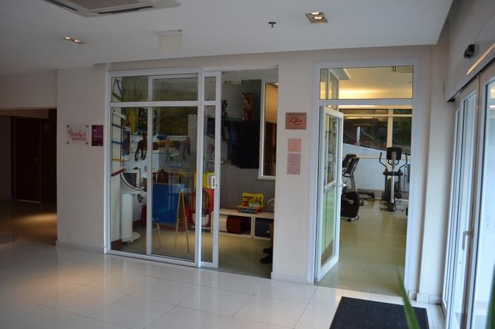 Área para crianças e fitness center