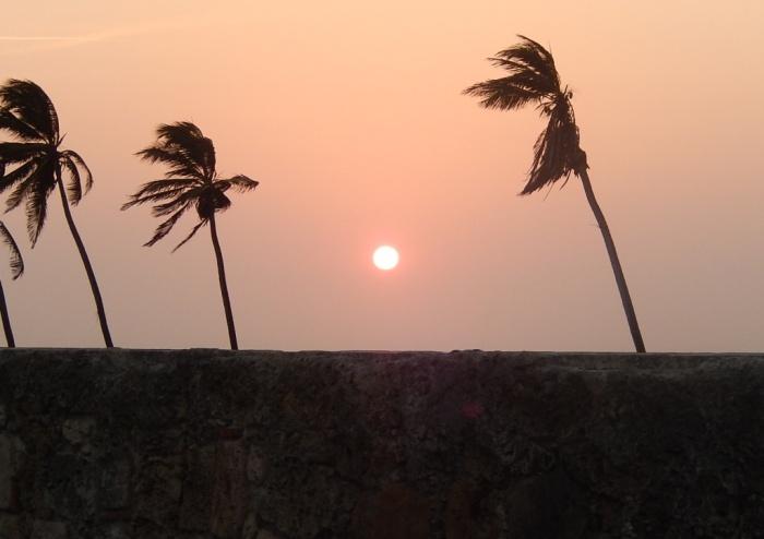 É lindo ver o sol se pôr de cima da muralha. Uma dica é o Café del Mar o Las Bóvedas