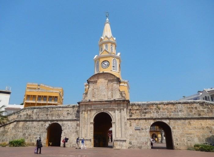 Entrada principal da cidade amuralhada