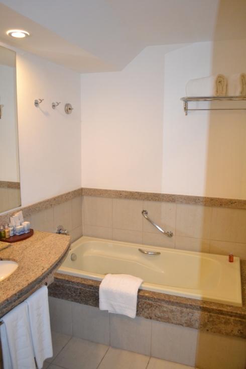 Dias de descanso em Angra dos Reis (RJ) -> Banheiro Pequeno Com Banheira E Chuveiro Separado