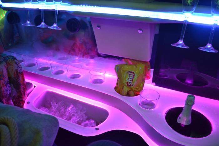 Batata chips, espumante, água, cerveja e refrigerante estão inclusos em todos os passeios da Exotic Limousine