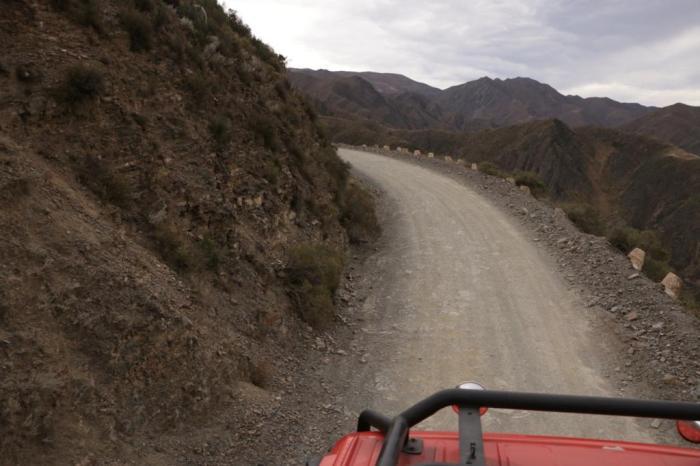 Em cima do caminhão pelas curvas