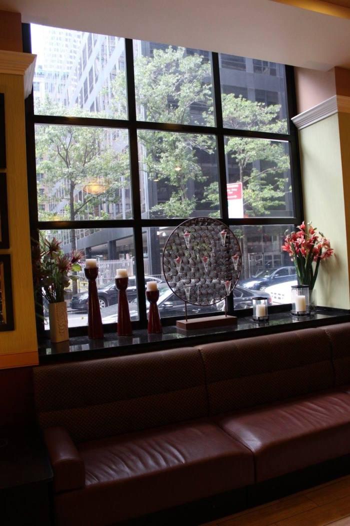 Adorei esses detalhes da janela do lobby do The Hotel @ Times Square