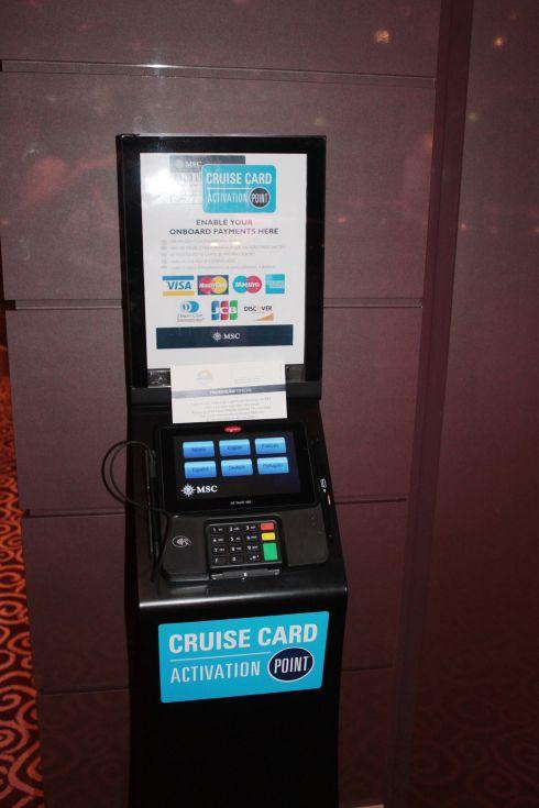 MSC_Ficou fácil autorizar um cartão para consumo a bordo. O equipamento dispõe de vários idiomas